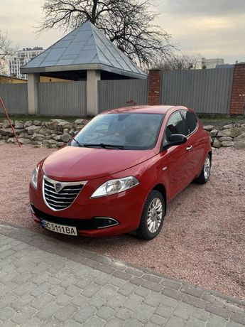 Авто Lancia Ypsilon 2013, Twin Air Turbo 0.9, автомат