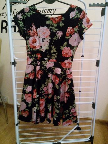 Czarna sukienka w kwiatki Rozmiar M/L
