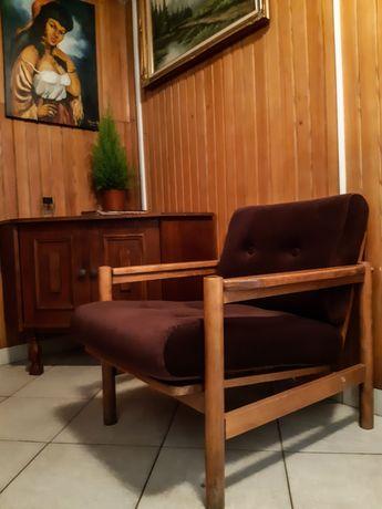 250 zł sztuka. Krzesła stołki drewniane Fotel klubowy