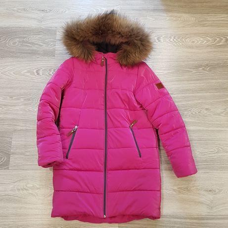 теплое зимнее пальто с натуральной цельной опушкой на 148-158 рост