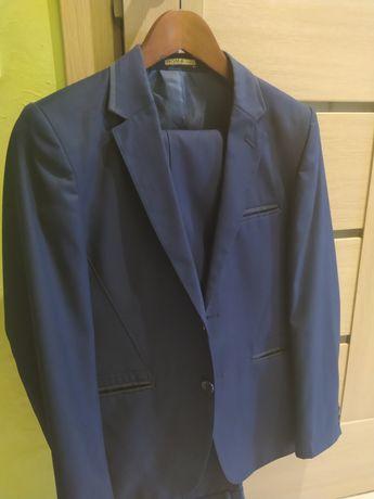 Продам шкільний костюм