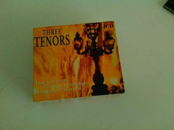 caixa com 4 cds three tenors