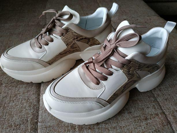 Кожаные бежевые кроссовки