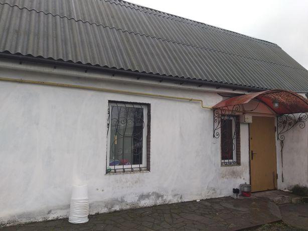 Продаж пів будинку близько до центру