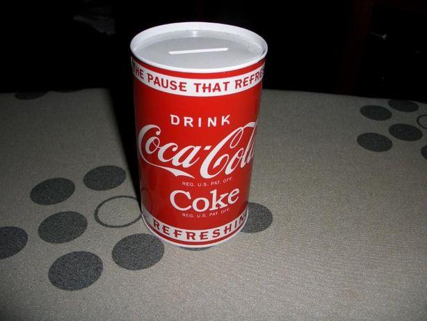 Lata de arrumação e mealheiros CocaCola, espelho e porta moedas