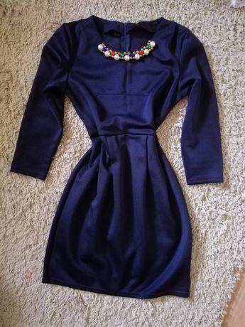 Платье с бусами цветними