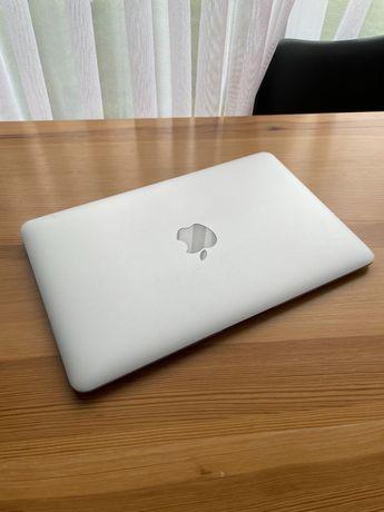 Ноутбук MacBook Air 11 2014 год