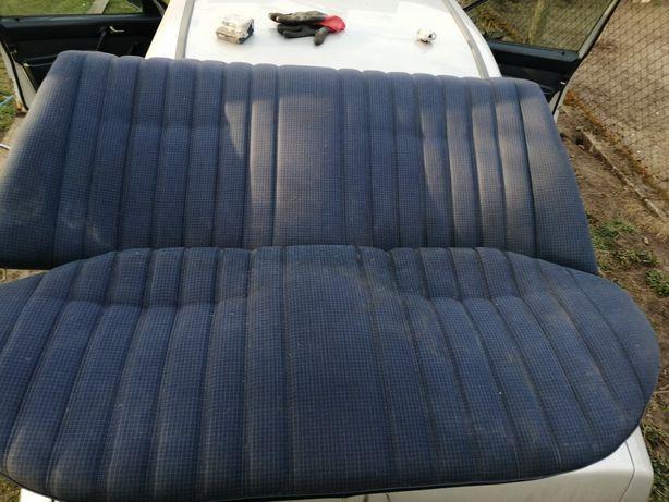 Mercedes 190 tylna kanapa niebieska przedlift