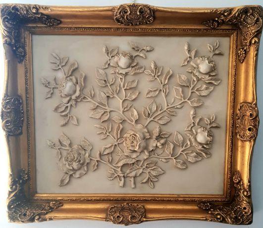 Moldura com flores em pó de mármore e outros