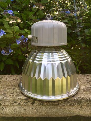 Candeeiros industriais com vidro e lampadas