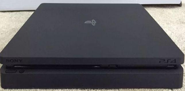 Zestaw PS4 slim + okablowanie + 2 pady + ładowarka hyperx + Gry