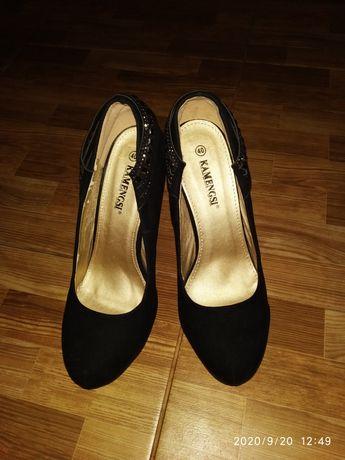 Продаю замшевые туфли 40 размер