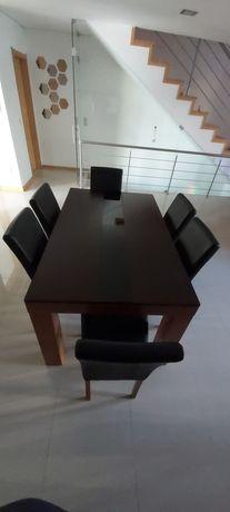 Mesa de Sala com oferta das 6 cadeiras