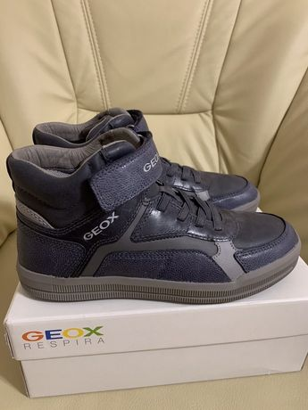 Новые демисезонные ботинки Geox (Ecco), размер 34-35