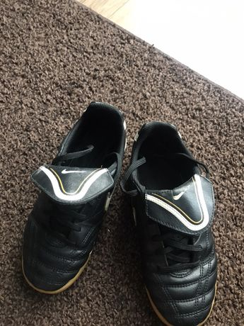 Buty halówki Nike rozm. 33 skóra - stan BDB