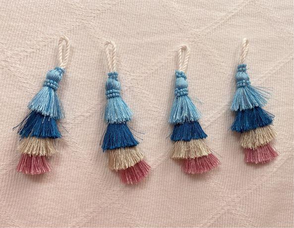 Conjunto 4 franjas / pompons tons azul e rosa  (novo)