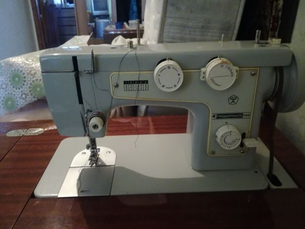 Продам швейную машинку Подольск 142
