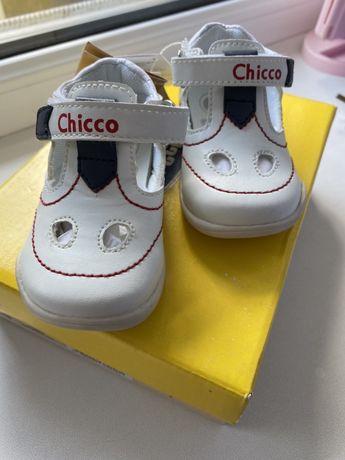 Продам НОВЫЕ детские туфли-босоножки CHICCO
