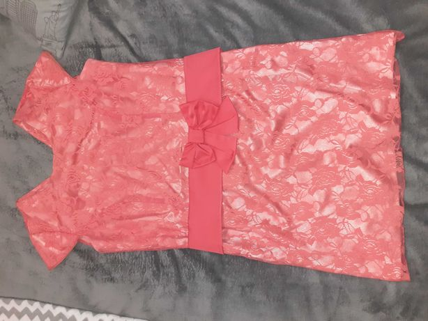Sukienka koronkowa malinkowa