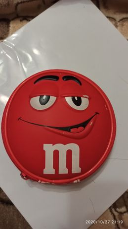 Колонка M&M's, Красный