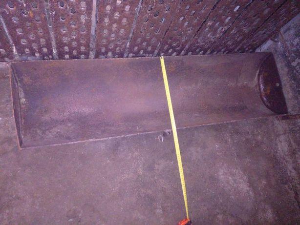 Stalowe koryto o wymiarach 36x131cm