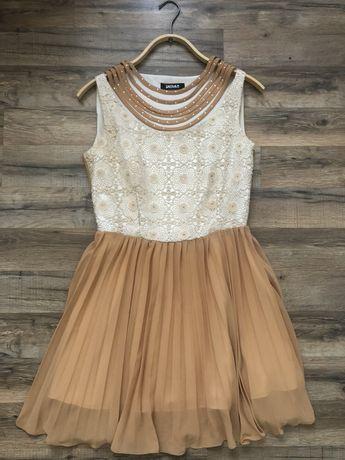 Лёгкое бежевое платье