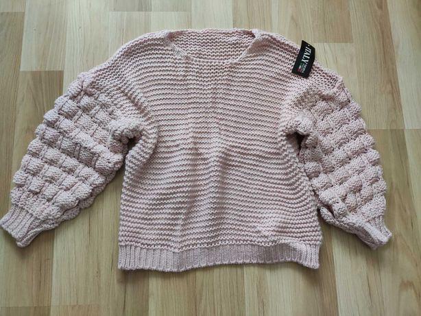 Nowy różowy sweter z babkowymi rękawami