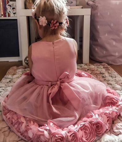 Śliczna sukienka z ozdobnymi rozami rozmiar 92/98 stan idealny