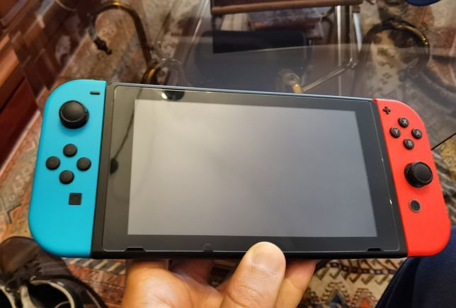 Nintendo Switch (v2) + 4 jogos