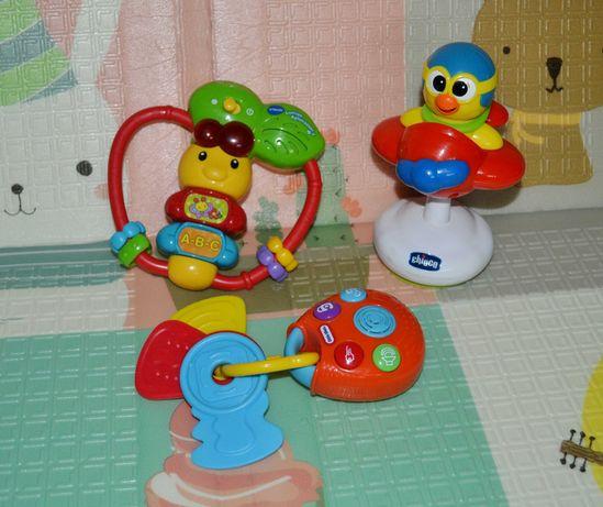 Фирменные игрушки, ключики от машины