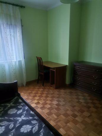 Alugo quarto em Monte Abraao