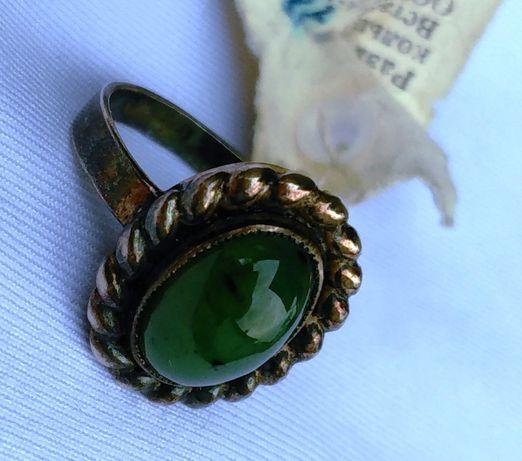 Винтажное серебряное кольцо сост. Новое с камнем вес 5 г
