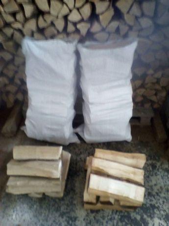 Дрова для камина в мешках.