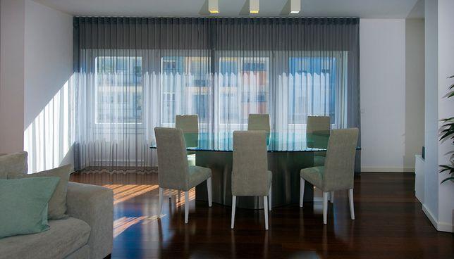 Mesa de jantar 8 pessoas tampo vidro pé aço escovado