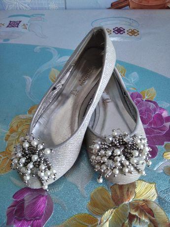 Туфельки для девочки 25р вторые в подарок