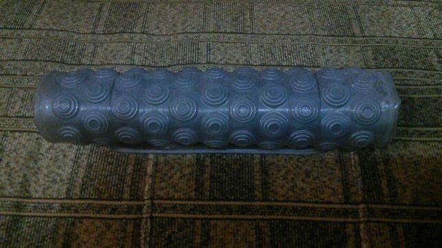 Продам противоскользящий коврик для ванной комнаты на присосках