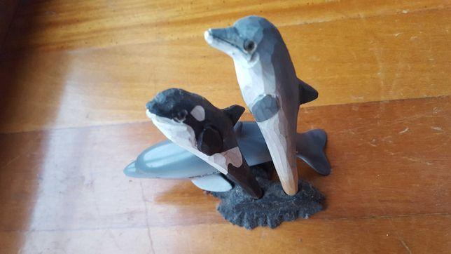 Golfinho em estátua e suporte de canetas: orca e golfinho