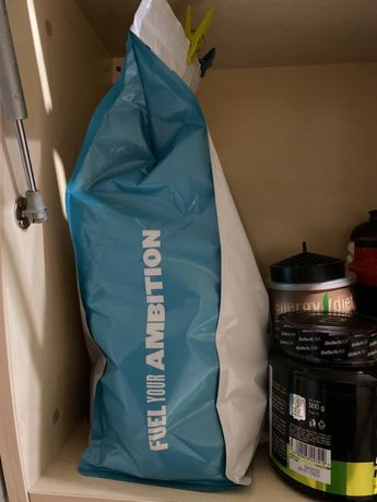 Продам 4 кг протеина. MyProtein черничный чизкейк.