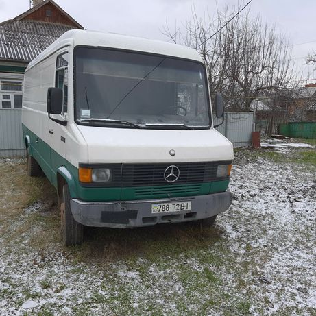Продам Mercedes 711 D