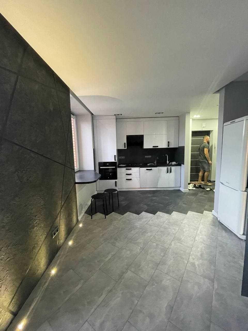 Пропонується в оренду квартира з сучасним дизайнерським стилем.