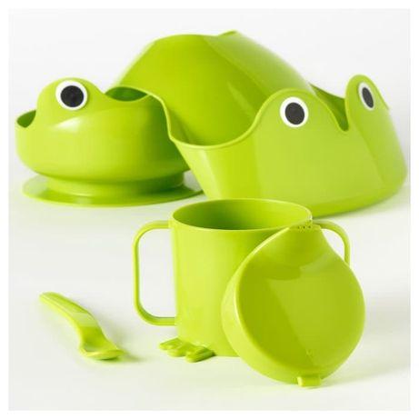 Детская посуда набор  (слюнявчик, поилка, тарелка и ложка)