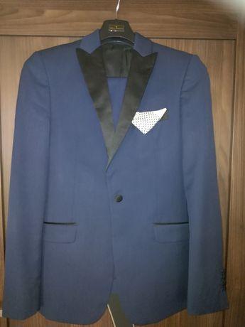 Sprzedam garnitur Giacomo Conti ślubny.