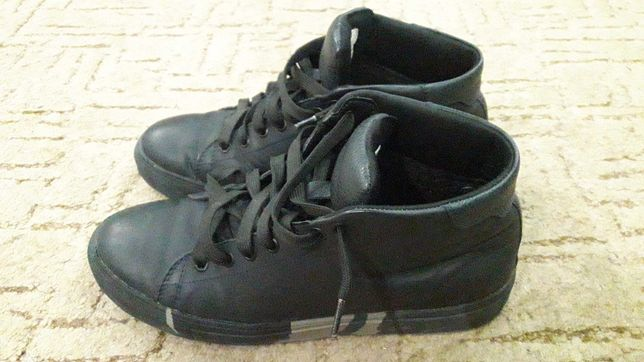 Продаю ботинки на мальчика
