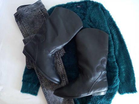 Женские кожаные сапоги-казаки на меху