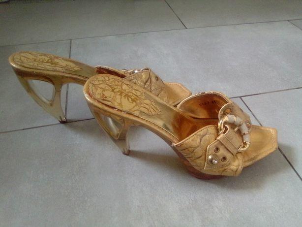 Eleganckie bursztynowe buty Vike