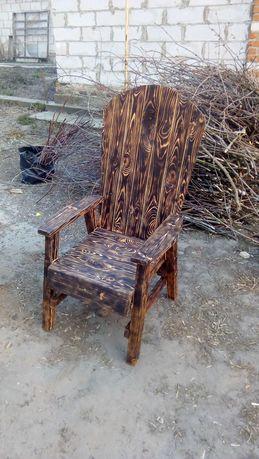 Дерев'яне крісло
