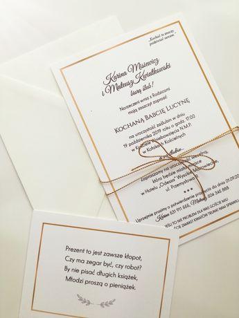 Złote zaproszenie ślubne ze złotym sznurkiem i kopertą ecre
