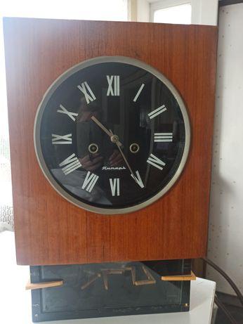 Часы настенные с маятником и с боем