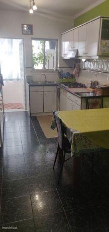 Apartamento T3 com sótão 100m2, garagem, parqueamento, Marinha Grande