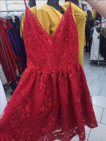 Czerwona sukienka rozkloszowana cekiny emo Victoria stilove